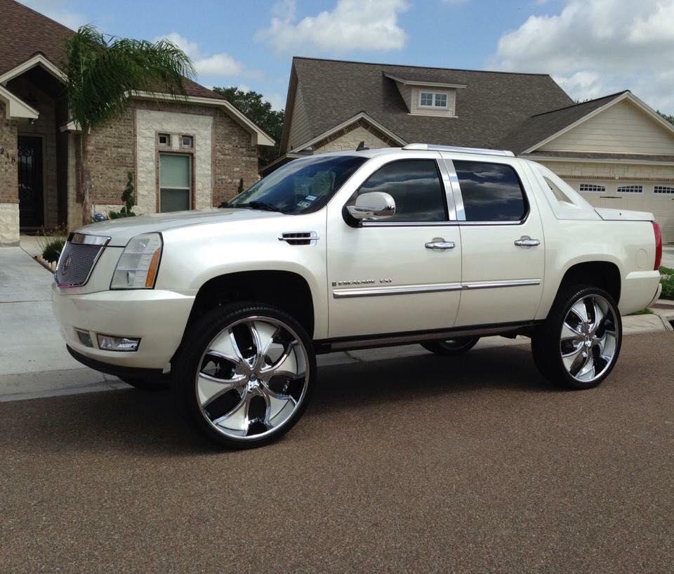 """Ext Cadillac: Cadillac Escalade Ext 30"""" Lexani Dials"""