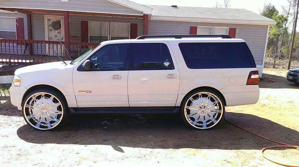 White On White Ford Expedition Sitting On 28 S Big Rims