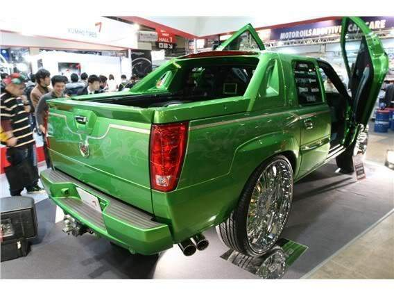 MEAN GREEN Cadillac Escalade EXT 32's - Big Rims - Custom ...