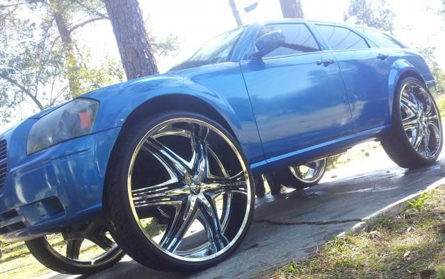 "Dodge Magnum on 32"" Diablo Wheels - Big Rims - Custom Wheels"