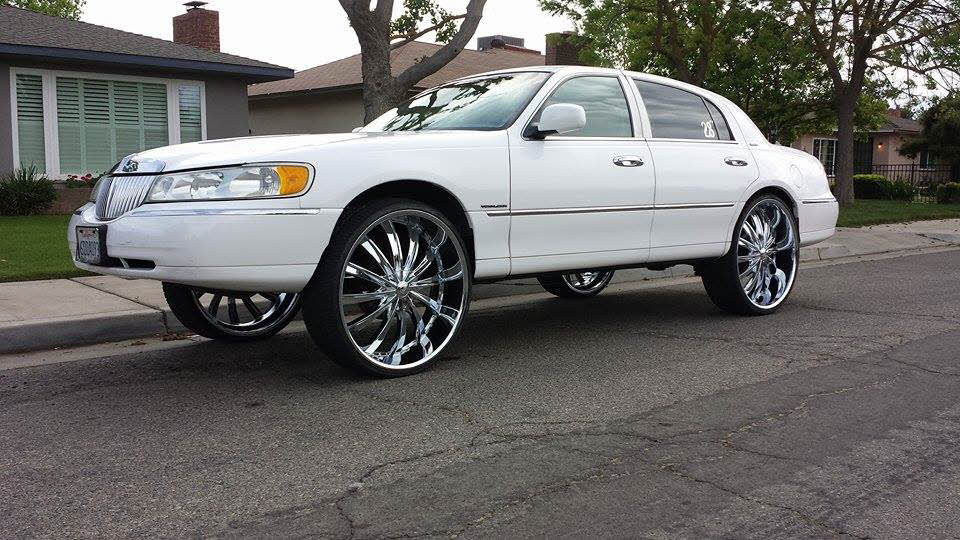 98 Lincoln Town Car On 28 S Big Rims Custom Wheels