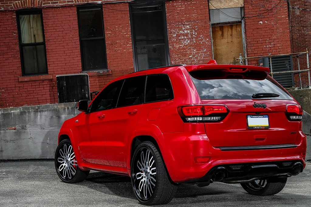 Jeep Cherokee Srt8 Rolling On 24 In Forgiato S Big Rims