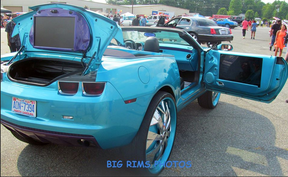 Chevy Camaro With TVs On 32' Dub Floaters - Big Rims ...