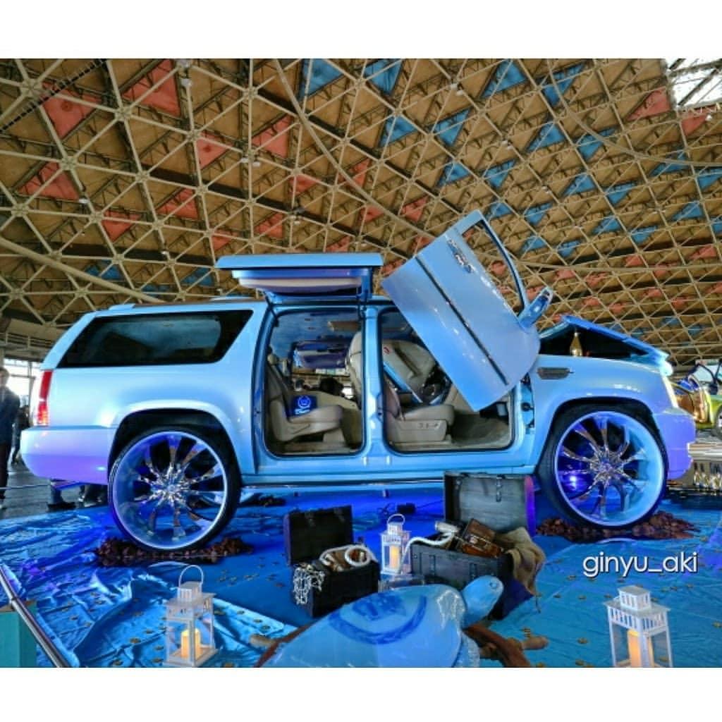 Cadillac Escalade Blue With Rims 32inch