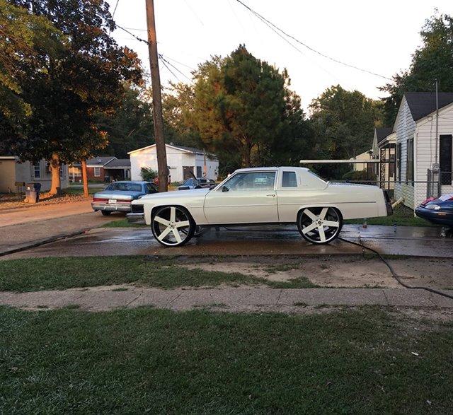 77 Cadillac Coupe Deville $ 12.500 Grenada, MS